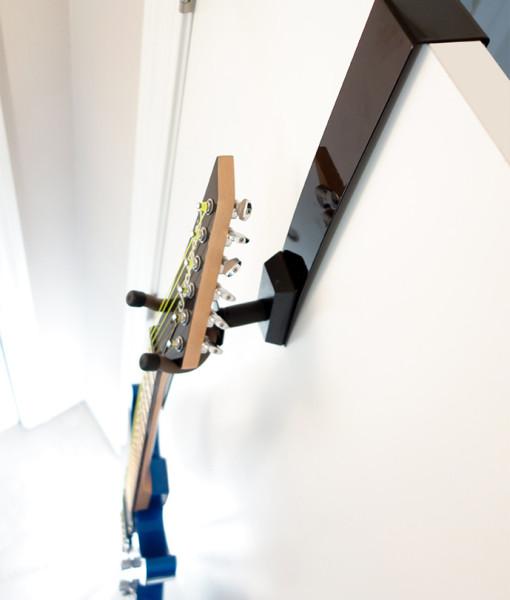 guitar-door-hanger-product-black