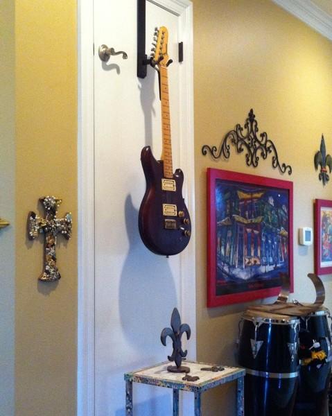 guitar-over-the-door