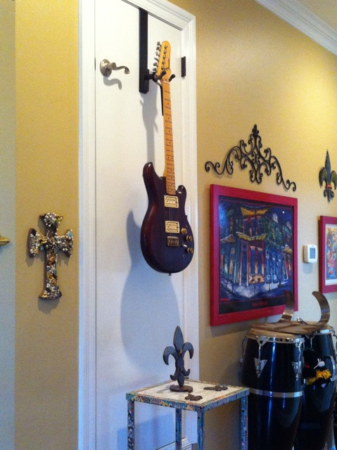 guitar-over-the-door