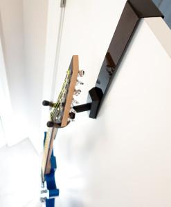 guitar-door-hanger-black